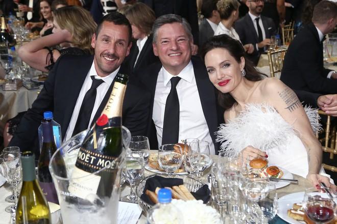 Loạt ảnh chứng minh ở tuổi 42, Angelina Jolie vẫn là báu vật nhan sắc của nước Mỹ không ai bì được - Ảnh 10.