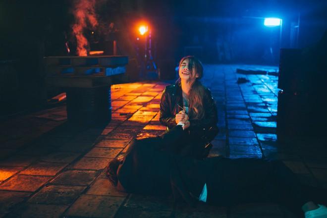 Biết bạn gái phản bội, hacker Trịnh Thăng Bình vẫn bất chấp yêu đến mức bị bắn chết trong MV mới - ảnh 12