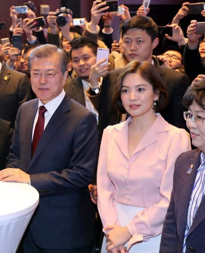 Sau vợ Song Hye Kyo, đến lượt Song Joong Ki lịch lãm, điển trai dự sự kiện tầm cỡ cùng Tổng thống Hàn - Ảnh 15.
