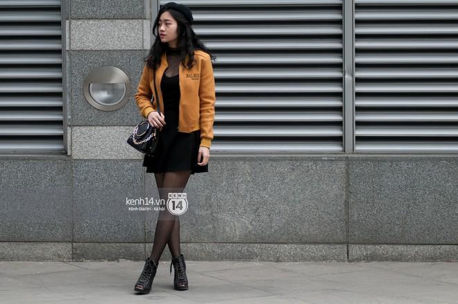 Street style giới trẻ Việt: Sài Gòn tích cực lăng xê side bag, Hà Nội vẫn mê tít mũ nồi - ảnh 17