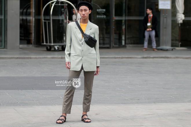 Street style giới trẻ Việt: Sài Gòn tích cực lăng xê side bag, Hà Nội vẫn mê tít mũ nồi - ảnh 21