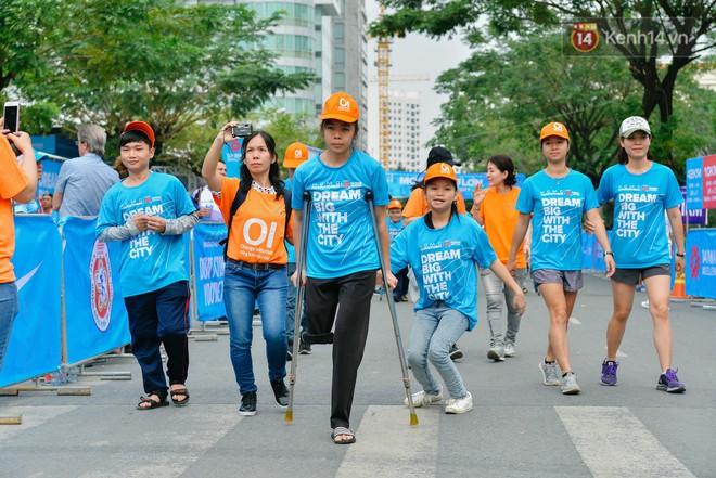 Đường đua 5km và câu chuyện vượt lên chính mình của những người khuyết tật ở Sài Gòn - ảnh 1