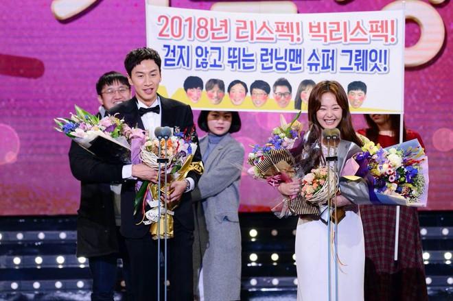 Lee Kwang Soo dính nghi án hẹn hò thành viên nữ của Running Man, Ji Suk Jin bỗng lên tiếng - Ảnh 1.