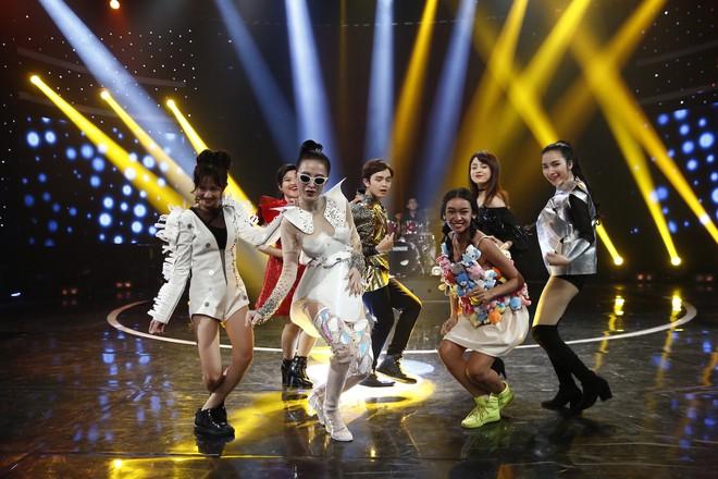 Glee Việt: Rocker Nguyễn giả gái để... xin lỗi bạn trai đồng tính khi bị đuổi khỏi nhà - Ảnh 3.