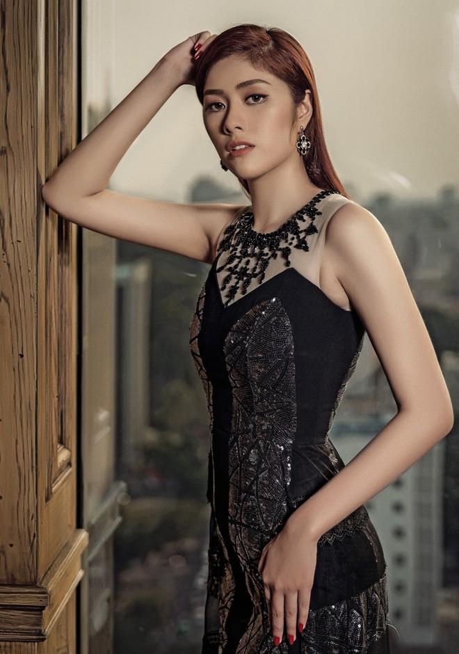 Huỳnh Tiên đầu tư loạt đồ hiệu đắt tiền cho MV quay tại Cộng hòa Séc - ảnh 4