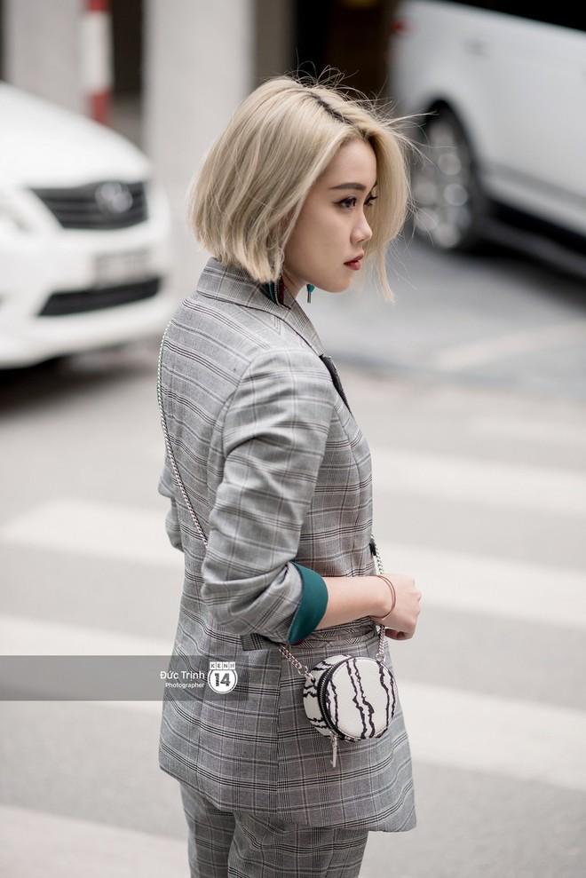 Street style giới trẻ Việt: Sài Gòn tích cực lăng xê side bag, Hà Nội vẫn mê tít mũ nồi - ảnh 16