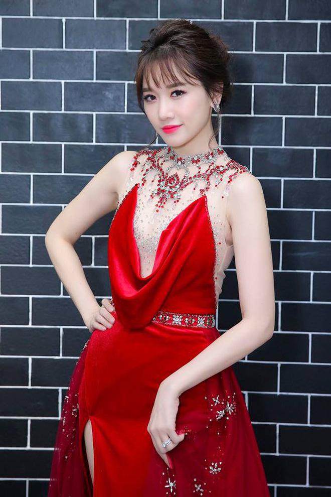 Mặc lại ngay chiếc đầm vừa ướm lên H'Hen Niê, xem ra Hari Won chẳng ngán đụng các Bông Hậu - ảnh 2