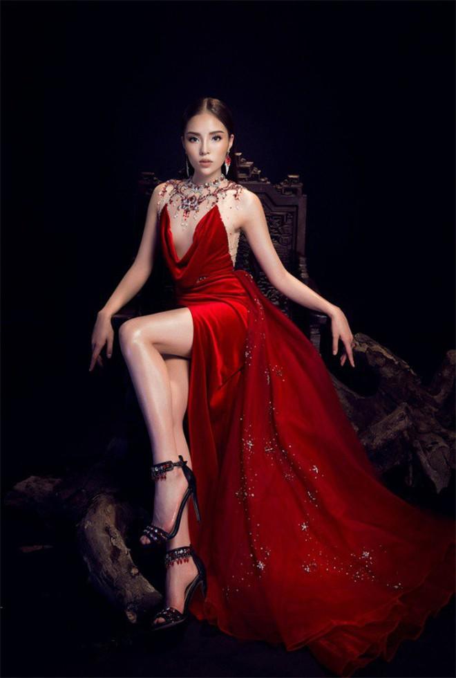 Mặc lại ngay chiếc đầm vừa ướm lên H'Hen Niê, xem ra Hari Won chẳng ngán đụng các Bông Hậu - ảnh 7