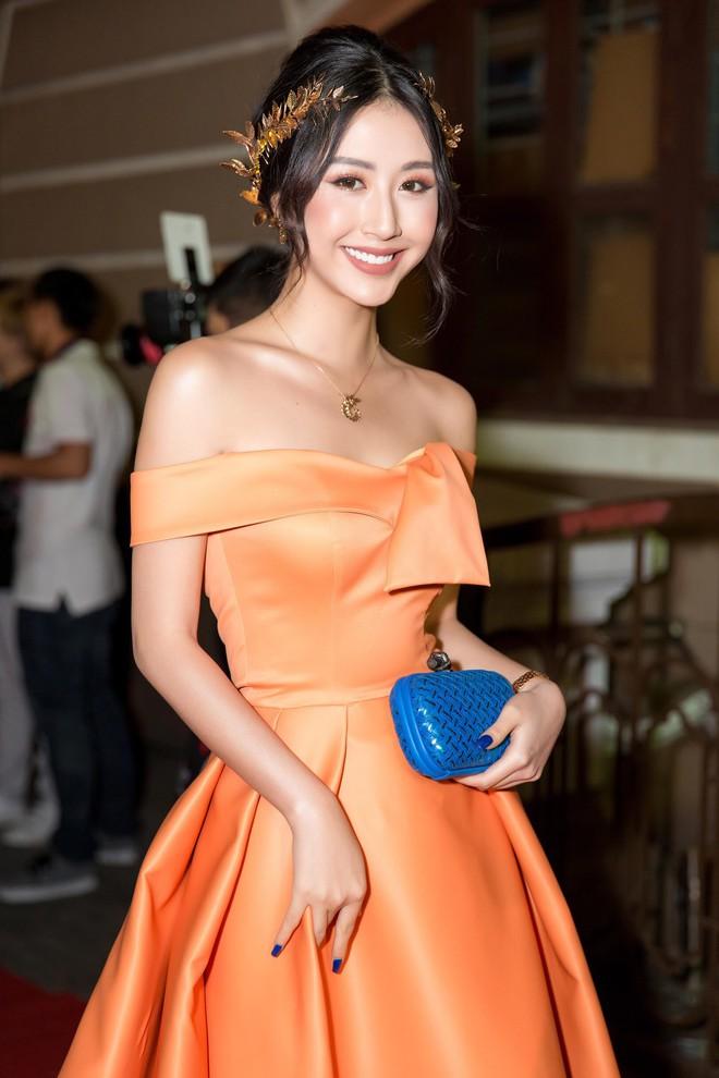 Quỳnh Anh Shyn lại công phá thảm đỏ với trang phục lộng lẫy, đeo bộ trang sức hơn 1 tỷ đồng - Ảnh 4.