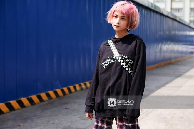 Street style giới trẻ Việt: Sài Gòn tích cực lăng xê side bag, Hà Nội vẫn mê tít mũ nồi - ảnh 2
