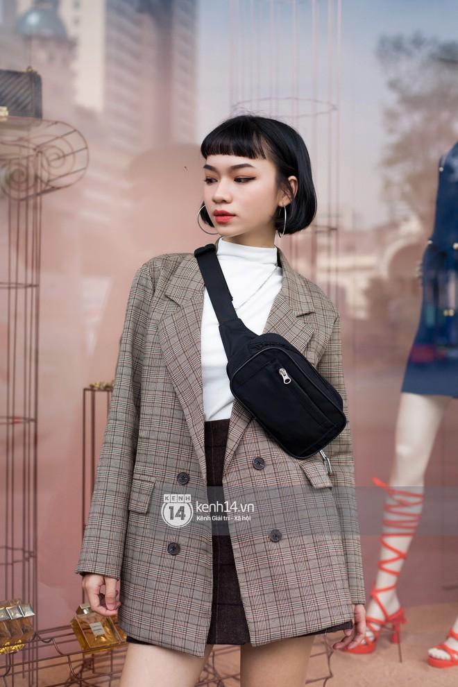 Street style giới trẻ Việt: Sài Gòn tích cực lăng xê side bag, Hà Nội vẫn mê tít mũ nồi - ảnh 4