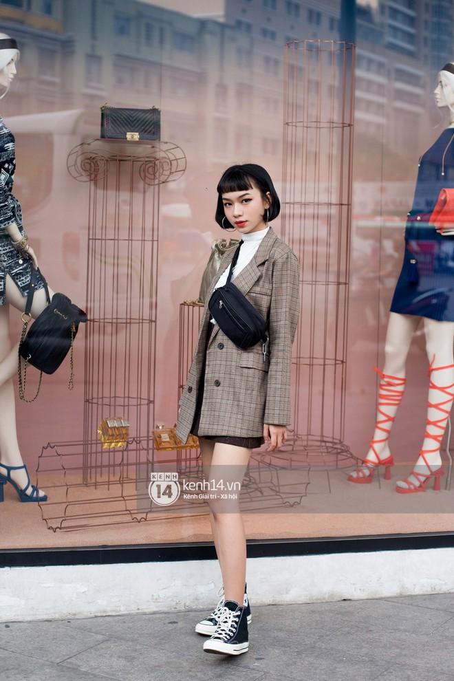 Street style giới trẻ Việt: Sài Gòn tích cực lăng xê side bag, Hà Nội vẫn mê tít mũ nồi - ảnh 3