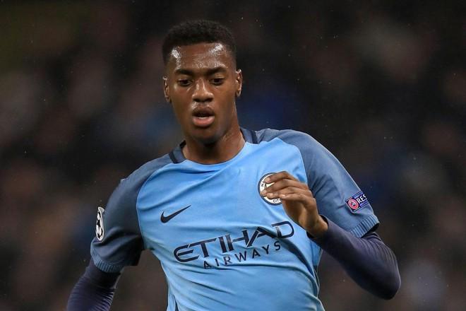 Chưa từng đá ở Ngoại hạng Anh, sao trẻ Man City đã vung tiền mua nhà triệu đô - Ảnh 2.