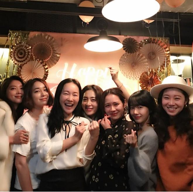 Ảnh dàn khách mời khủng trong sinh nhật nữ thần Son Ye Jin: Ngẫm ra đúng là mỹ nhân chỉ chơi với mỹ nhân - Ảnh 1.