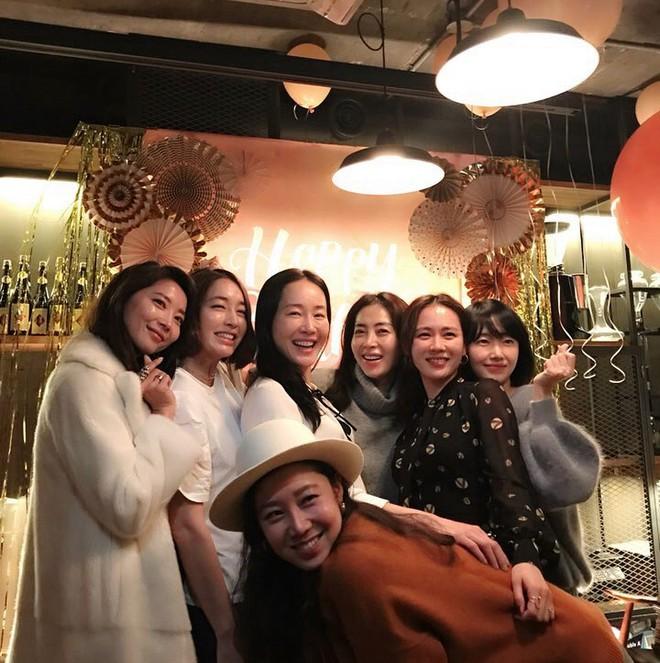 Ảnh dàn khách mời khủng trong sinh nhật nữ thần Son Ye Jin: Ngẫm ra đúng là mỹ nhân chỉ chơi với mỹ nhân - Ảnh 2.