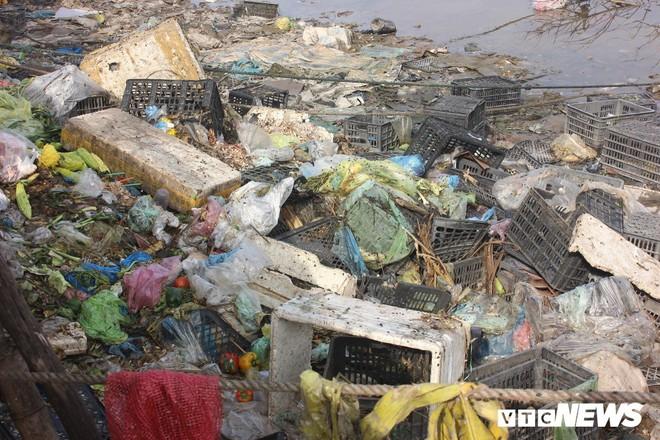 Tiểu thương xả rác vô tội vạ, sông Roòn 'chết' dần trong ô nhiễm - ảnh 3
