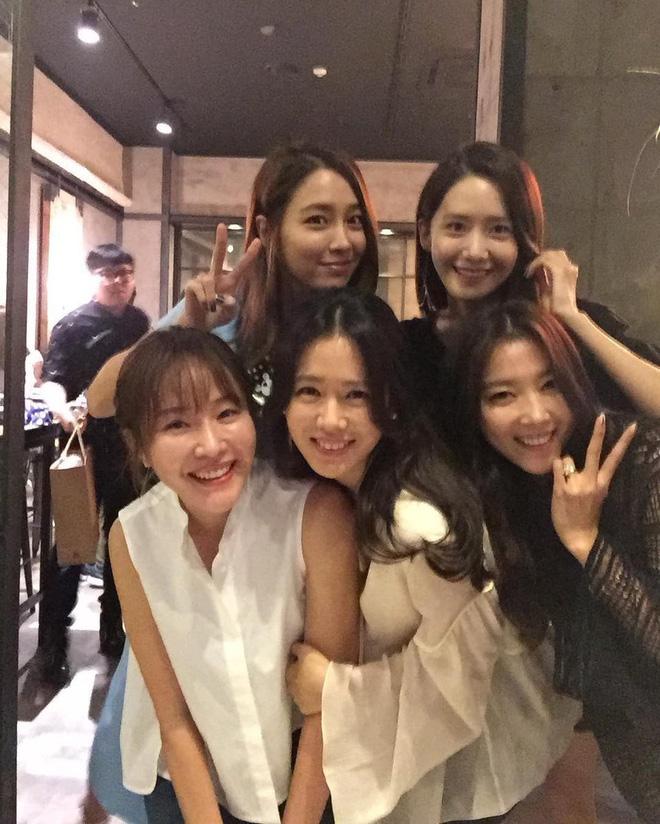 Ảnh dàn khách mời khủng trong sinh nhật nữ thần Son Ye Jin: Ngẫm ra đúng là mỹ nhân chỉ chơi với mỹ nhân - Ảnh 7.