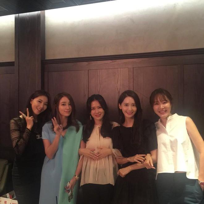 Ảnh dàn khách mời khủng trong sinh nhật nữ thần Son Ye Jin: Ngẫm ra đúng là mỹ nhân chỉ chơi với mỹ nhân - Ảnh 8.
