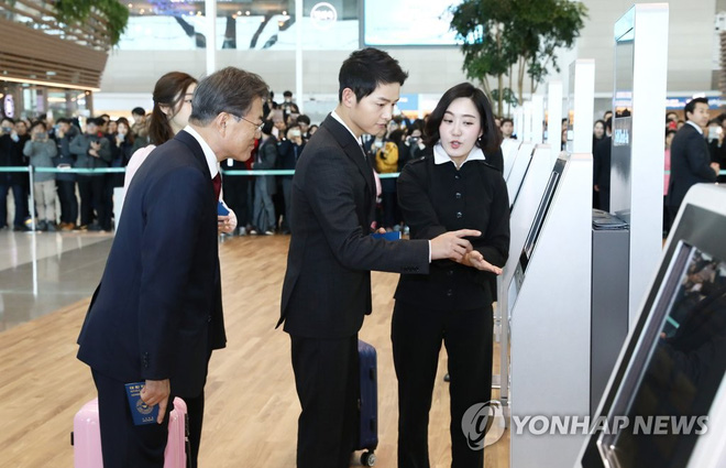 Sau vợ Song Hye Kyo, đến lượt Song Joong Ki lịch lãm, điển trai dự sự kiện tầm cỡ cùng Tổng thống Hàn - Ảnh 7.