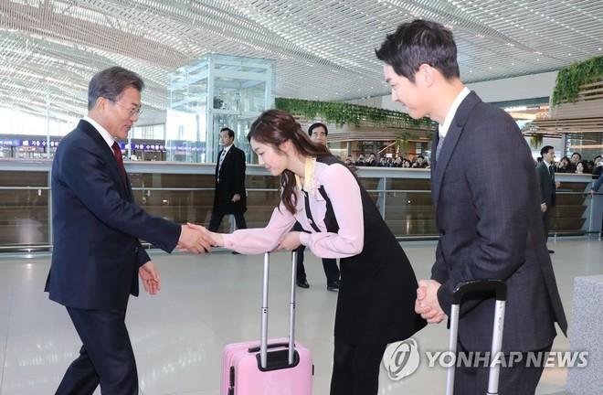 Sau vợ Song Hye Kyo, đến lượt Song Joong Ki lịch lãm, điển trai dự sự kiện tầm cỡ cùng Tổng thống Hàn - Ảnh 13.