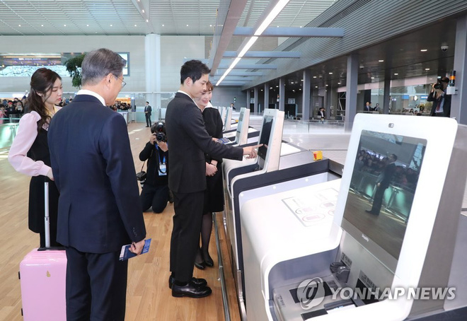 Sau vợ Song Hye Kyo, đến lượt Song Joong Ki lịch lãm, điển trai dự sự kiện tầm cỡ cùng Tổng thống Hàn - Ảnh 5.