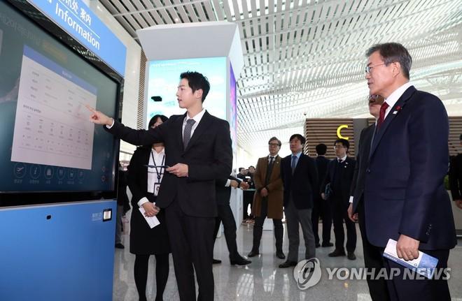Sau vợ Song Hye Kyo, đến lượt Song Joong Ki lịch lãm, điển trai dự sự kiện tầm cỡ cùng Tổng thống Hàn - Ảnh 9.