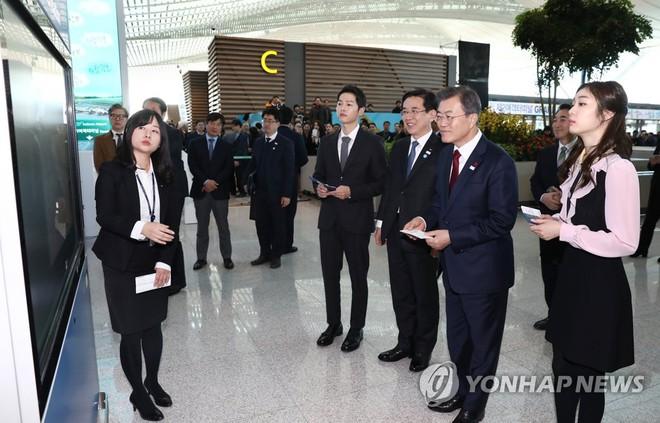 Sau vợ Song Hye Kyo, đến lượt Song Joong Ki lịch lãm, điển trai dự sự kiện tầm cỡ cùng Tổng thống Hàn - Ảnh 8.