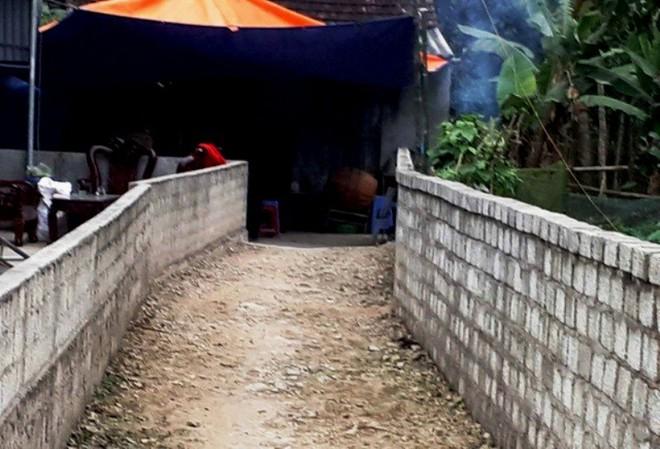 Sập giàn giáo ở Lào: Người mẹ đau đớn gào khóc tên con - ảnh 1