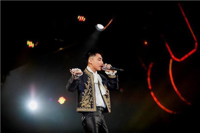 Sơn Tùng quá chơi, bỏ ra 140 triệu đồng để mua chiếc jacket mà G-Dragon từng mặc 4 năm trước - ảnh 1