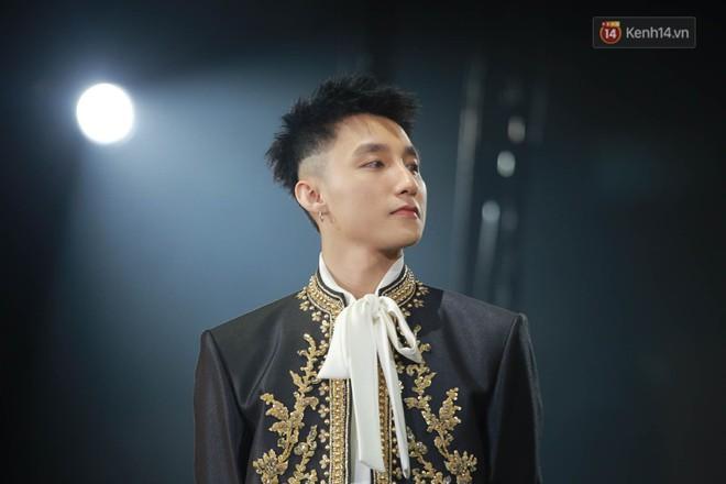 Sơn Tùng quá chơi, bỏ ra 140 triệu đồng để mua chiếc jacket mà G-Dragon từng mặc 4 năm trước - ảnh 4