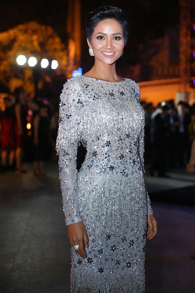 Đại chiến stylist: Chê H'Hen Niê mặc xấu, cựu stylist của Phạm Hương bị ekip tân Hoa hậu vỗ mặt - ảnh 15
