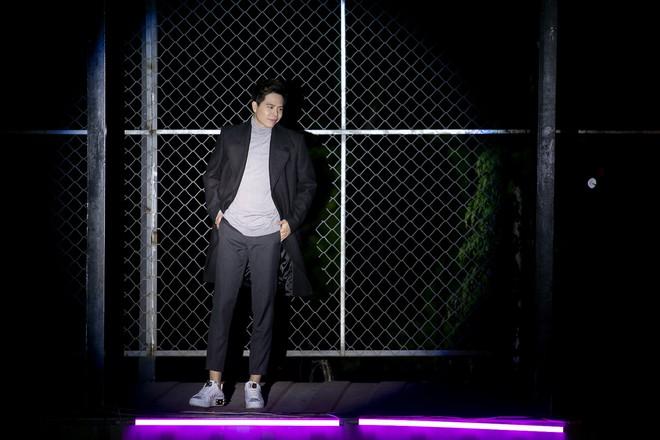Trịnh Thăng Bình lột xác làm hacker chất ngầu, hé lộ cảnh bị bắn đầy bí ẩn trong teaser MV mới - Ảnh 4.