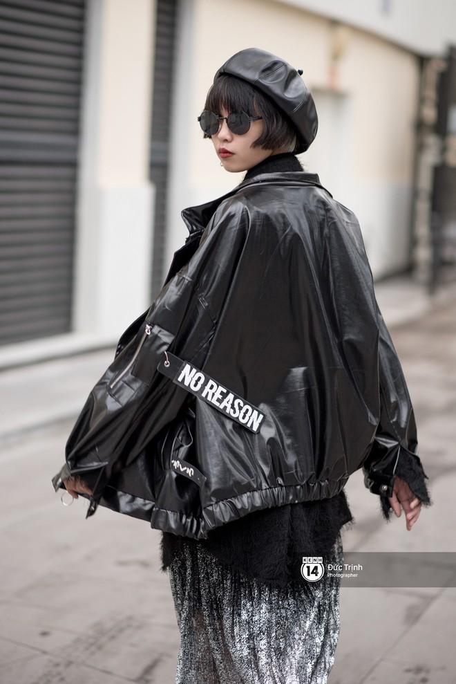Street style giới trẻ Việt: Sài Gòn tích cực lăng xê side bag, Hà Nội vẫn mê tít mũ nồi - ảnh 12