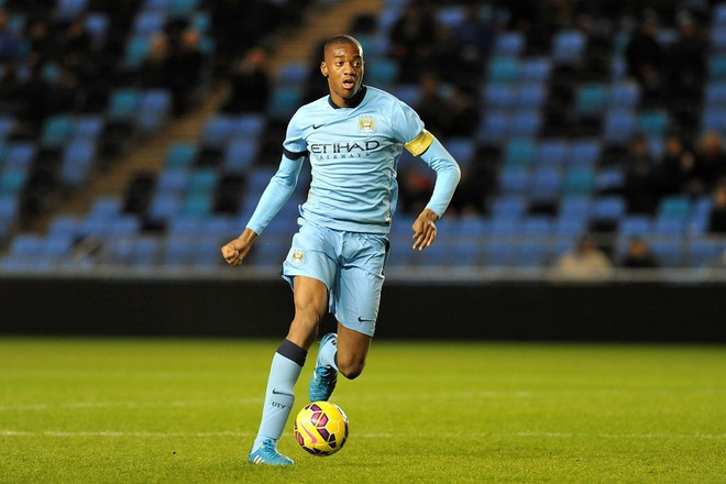 Chưa từng đá ở Ngoại hạng Anh, sao trẻ Man City đã vung tiền mua nhà triệu đô - Ảnh 1.