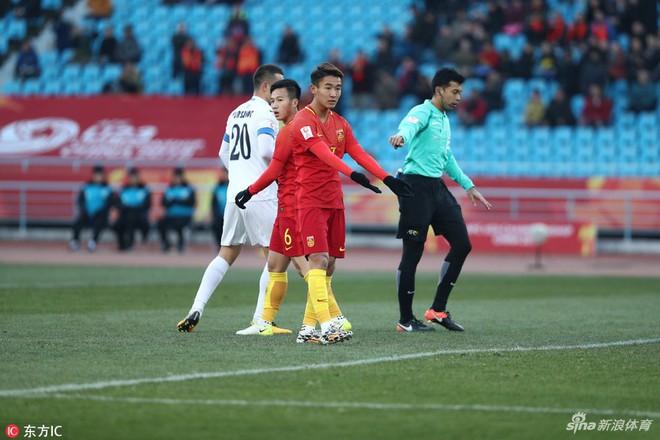 """U23 Trung Quốc thua đau trước chiếc """"xe buýt 2 tầng"""" của U23 Uzbekistan - Ảnh 5."""
