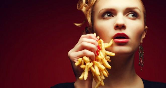 Nhiều chị em tại Anh đang có trào lưu ăn khoai tây chiên sau khi làm chuyện ấy và lý do hết sức... quái đản - ảnh 1