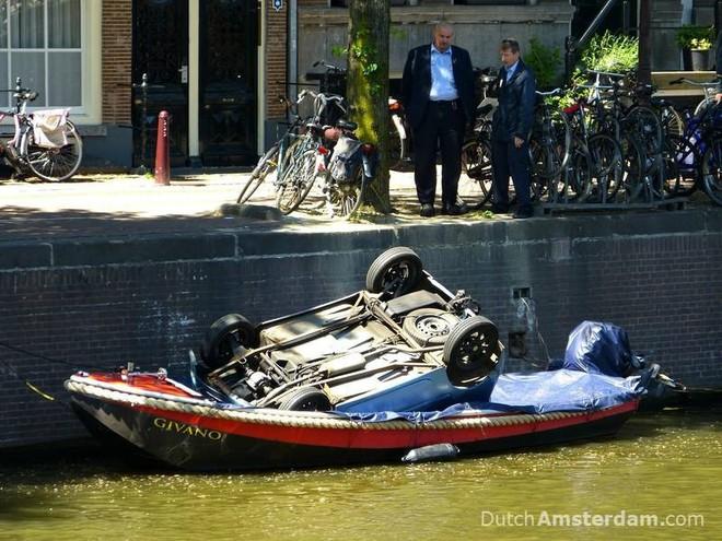 Vớt được 15.000 xe đạp/năm dưới kênh rạch ở Amsterdam, vì sao lại có con số kinh khủng vậy? - ảnh 5