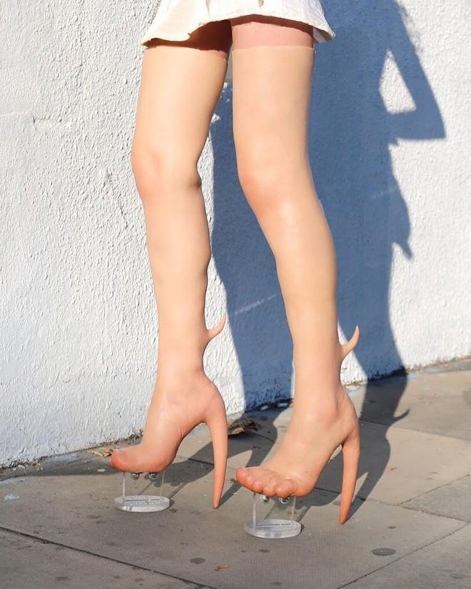 Boots Gà chín cựa giá 200 triệu dành cho các nàng muốn làm Mị Nương thời hiện đại  - Ảnh 1.