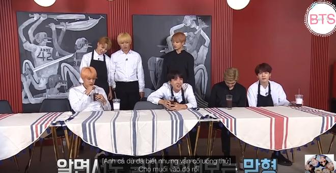 Bị phạt phải dọn dẹp, V & Jimin liền bày trò chơi khăm các thành viên BTS - Ảnh 7.
