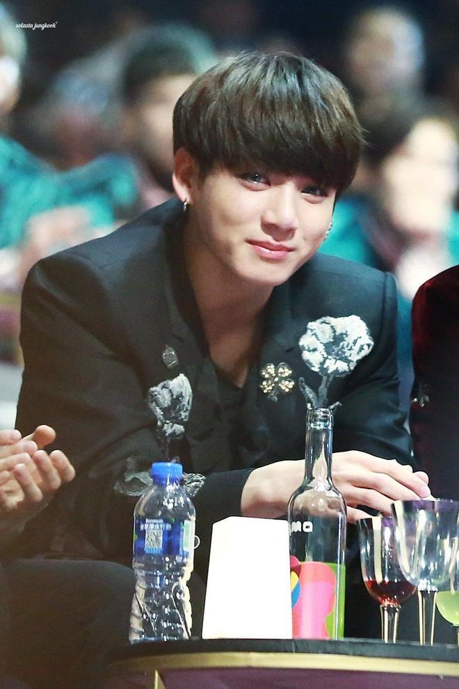 Top khoảnh khắc nước mắt kim cương huyền thoại của idol Kpop: Mỹ nhân TWICE đã nổi tiếng sau 1 đêm nhờ rơi lệ - Ảnh 1.