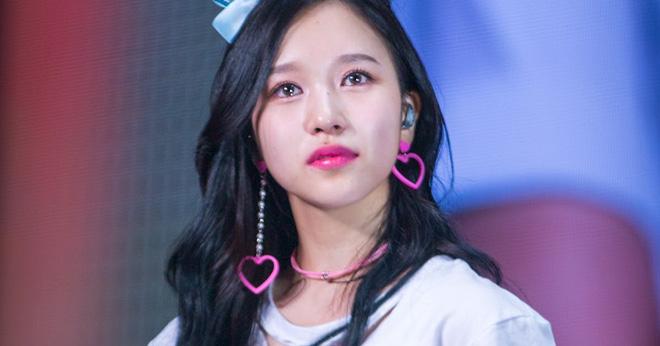 TWICE đập tan tin đồn Mina rời nhóm bằng hành động gây mềm tim ngay trên sân khấu Soribada Awards 2019 - Ảnh 1.
