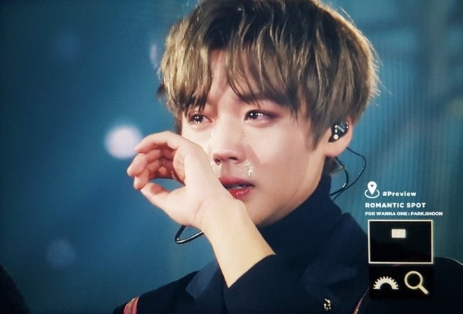 Top khoảnh khắc nước mắt kim cương huyền thoại của idol Kpop: Mỹ nhân TWICE đã nổi tiếng sau 1 đêm nhờ rơi lệ - Ảnh 11.