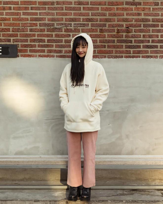 Mê phong cách đơn giản, bụi bặm hay chanh xả thì bạn cũng sẽ bỏ túi được cả rổ gợi ý từ street style Hàn - ảnh 4