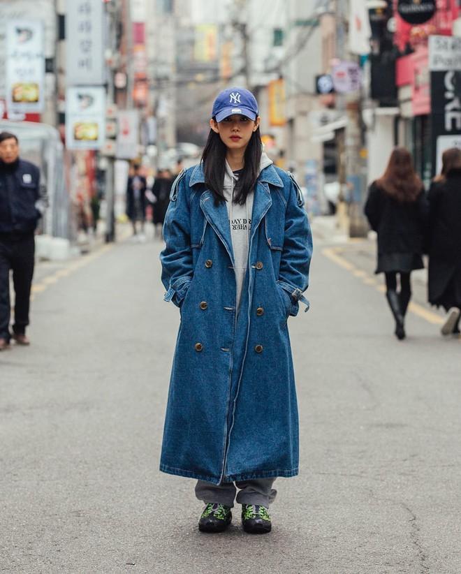 Mê phong cách đơn giản, bụi bặm hay chanh xả thì bạn cũng sẽ bỏ túi được cả rổ gợi ý từ street style Hàn - ảnh 8