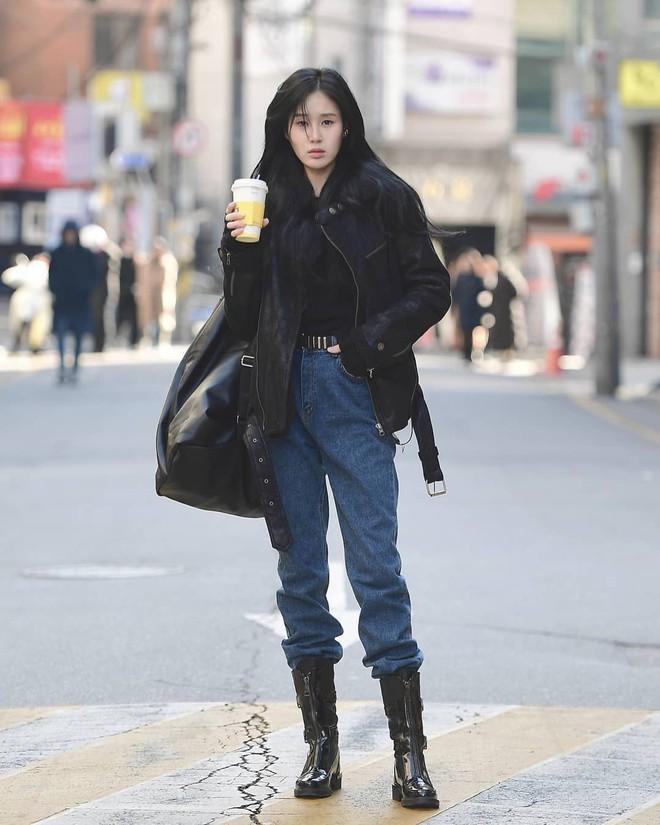Mê phong cách đơn giản, bụi bặm hay chanh xả thì bạn cũng sẽ bỏ túi được cả rổ gợi ý từ street style Hàn - ảnh 9