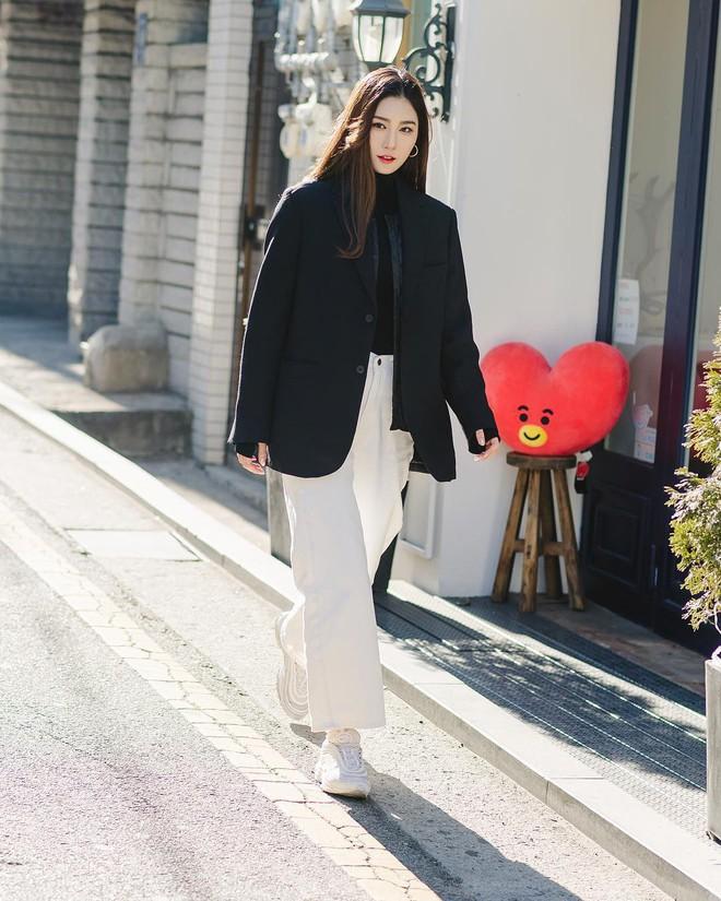 Mê phong cách đơn giản, bụi bặm hay chanh xả thì bạn cũng sẽ bỏ túi được cả rổ gợi ý từ street style Hàn - ảnh 1