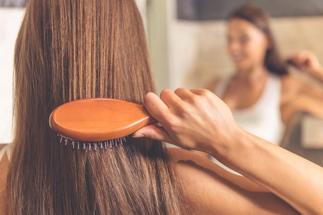Mùa đông tóc cứ bết bệt khó chịu thì đây là những giải pháp hiệu quả để xử lý chúng - ảnh 2