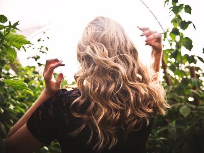 Mùa đông tóc cứ bết bệt khó chịu thì đây là những giải pháp hiệu quả để xử lý chúng - ảnh 4