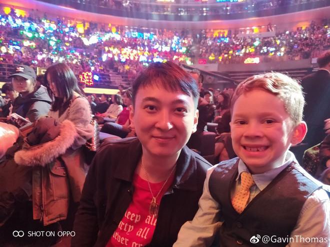 Cậu bé meme đi dự sự kiện lớn ở Trung Quốc, cả dàn sao đình đám thi nhau xin chụp ảnh chung - Ảnh 8.