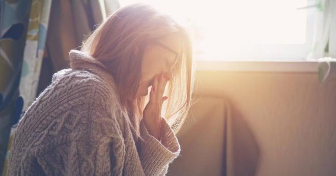 Ngáp ngắn ngáp dài suốt cả ngày dù đã ngủ đủ giấc có thể là dấu hiệu cảnh báo một vài vấn đề sức khỏe nguy hại - ảnh 2
